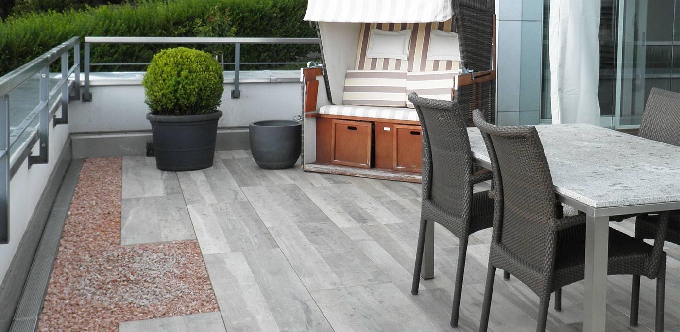 Terrasse mit Feinsteinzeug